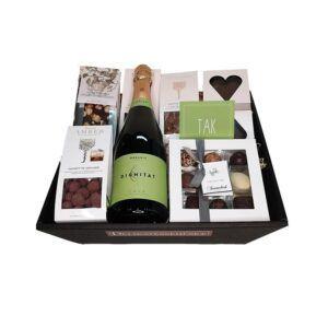 Gavekurv - økologisk 'TAK' gave med mousserende CAVA og chokolade fra Summerbird