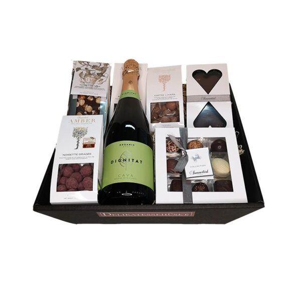 Gavekurv - økologisk gave med mousserende CAVA og chokolade fra Summerbird